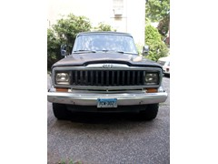 1983 J10 Jeep Pickup w/cap