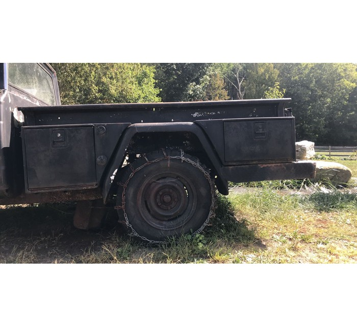 Jeep J20 truck bed