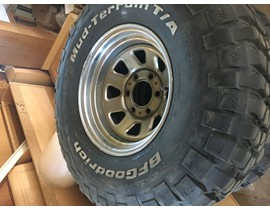 Set of four FSJ OEM Wagon Wheels and BFG Mud-Terrain T/A 33X10.5 R15